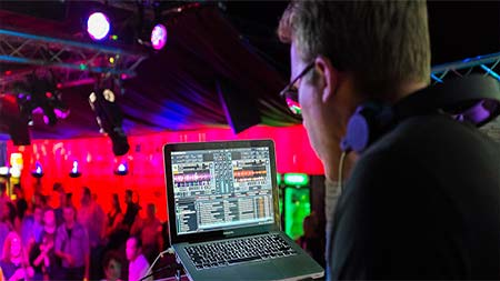 7 Essential Tips to Become the Perfect Wedding DJ